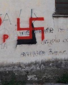 ok - Svastiche e scritte nazifasciste sui muri3