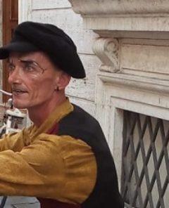 ok - Una statua vivente a Foligno
