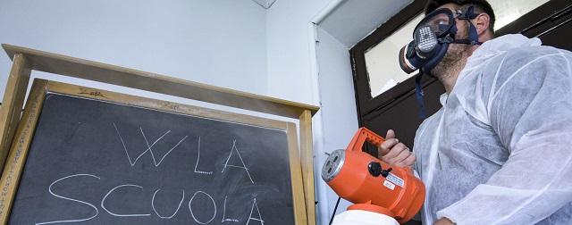 Roma 12-6-2020 Suola Magistrale Giosuè Carducci. Sanificazione dei locali scolastici per la  pandemia del Covid-19, Corona Virus. Ph: Cristian Gennari/Siciliani